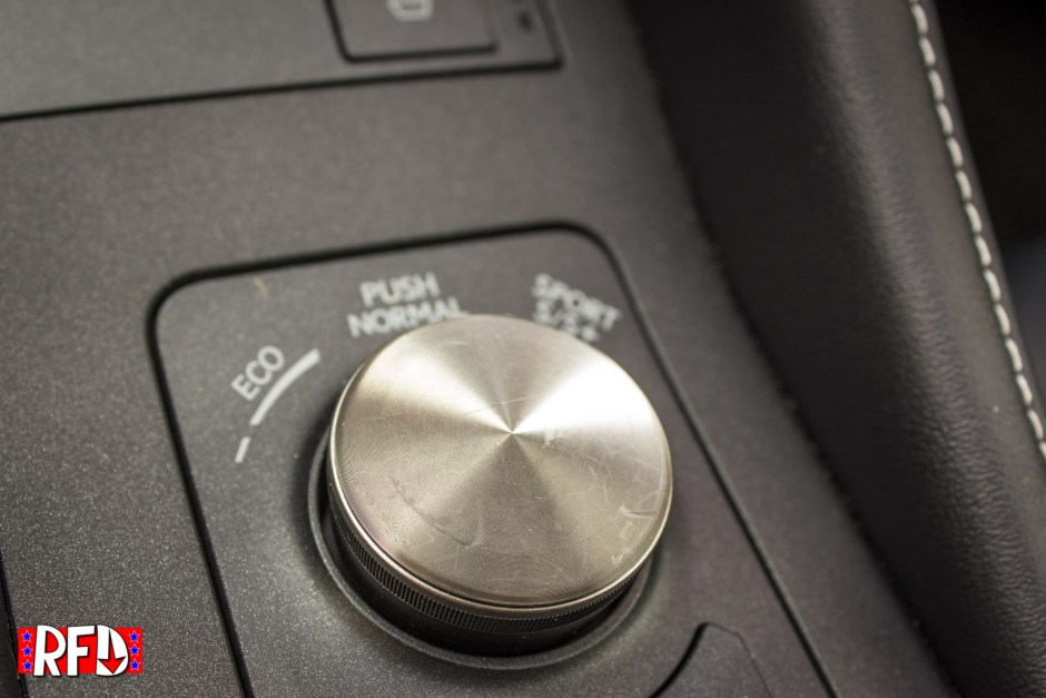2016 Lexus RC F infotainment knob close up.