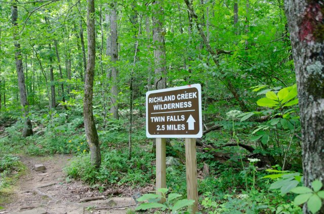 A sign points hikers in the right direction to Twin Falls in the Richland Creek Wilderness Area