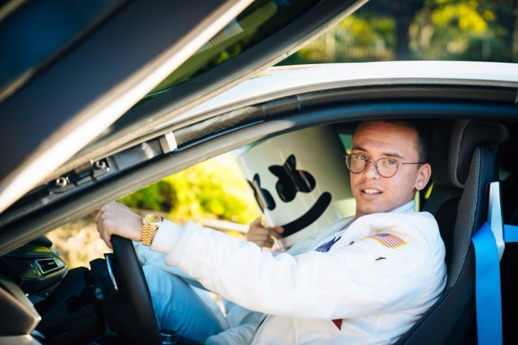 "LOGIC TOSSES AWAY CASH IN ""CONTRA"" VIDEO!"