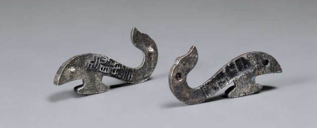 Belt hook in the shape of a dragon, unearthed from Tomb 12, Dayun Mountain, Xuyi, Jiangsu. Western Han period (206 BCE–9 CE), 2nd century BCE. Silver. Nanjing Museum. Photograph © Nanjing Museum.