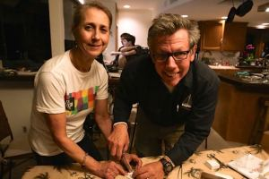 Dr. Desi instructs suturing with Eric (photo Dina Pielaet)