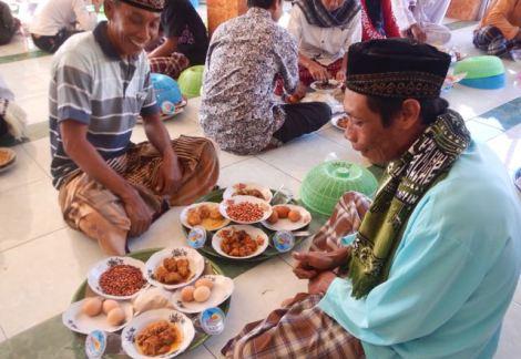 Eid ul-Adha 'begibung' at Medana Bay mosque