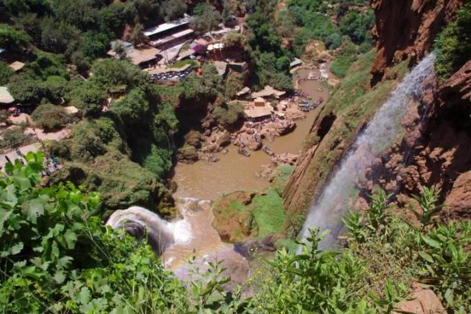 Blick von oben auf das 100m tief liegende Flussbecken.