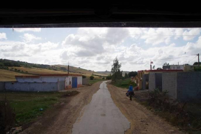 Straßen mit Asphaltresten - kein Vergnügen