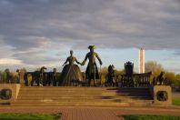 Bronze-Statue Zar Peter und Gattin