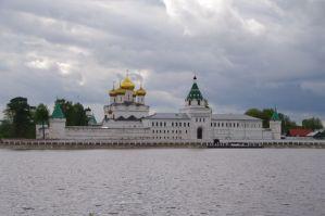 Ipatios-Kloster am Zusammenfluss von Wolga und Kostroma
