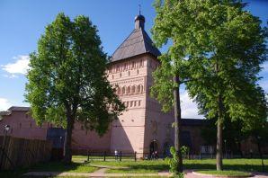 22m hoch - der Wehrturm des riesigen Klosters Erlöser-Euthymios (1628) in Susdal