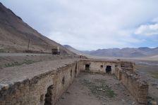 Die Reste eines alten Zarenforts von 1890 am Rande des Dzhiik-Tals an der Grenze zu China.