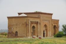 ... sowie das Mausoleum aus dem 11./12. Jahrhundert