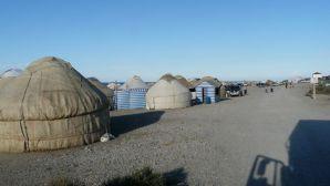 """Touristisch """"aufbereitet"""", der Einlass zum Salzsee oberhalb des Issyk-Kuls"""