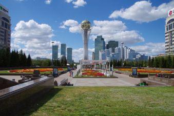 Ein Wahrzeichen von Astana - der 105m hohe Bajterek-Turm von 2007...