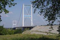 Die 750 m lange Hängebrücke von 2001, die längste in Zentralasien