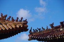 Dachfirstfiguren sollen die Gebäude vor bösen Geistern schützen