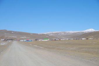Noch 500 m Schotterpiste bis zur kostenpflichtigen mongolischen Grenzabfertigung
