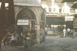 In der Karawanserei von Diyabakir