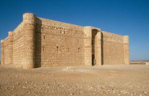... zum Wüstenschloss Al Kharana