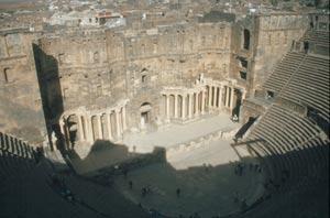 Das römische Theater aus dem 3. Jahrh. mit 15.000 Plätzen,