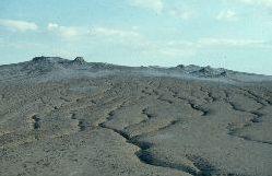 Aufblick zu den Vulkanii Noriosi (Schlammvulkane) einzigartig in Europa
