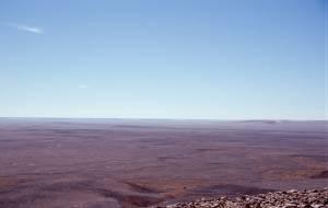 Rückblick in den Krater vom inneren Rand