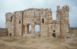 Die Ostmauer der ehemaligen großen Basilika wird wie ...