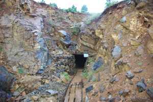 In den Bergen Uran-Abbau...