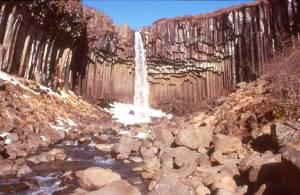 Einmalig schön ist dieser über Basaltsäulen herunterstürzende Wasserfall
