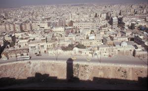 Wunderschöne Stadtansicht über Aleppo von der Ringmauer der Zitadelle aus