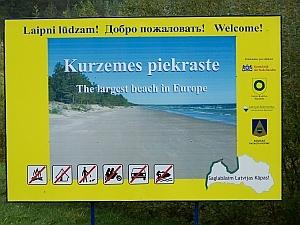 Verbotsschild für den lettischen Strand