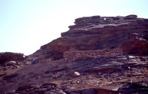 Kurz nach dem Pass, ein Ort mit Felszeichnungen (Eintritt)