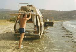 Schnell weg, das Wasser kommt!