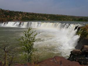 Unser Ziel: Die Gouina-Wasserfälle...