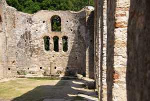 Die Basilika aus dem 6.Jahrh. mit Mosaikresten.