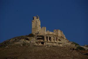 Eine imposante Burgruine auf...