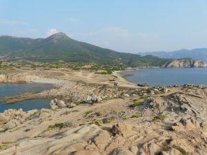 Das Capo Pecora- eine Felshalbinsel...