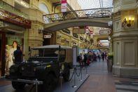 ...eines der größten Warenhäuser Europas über 3 Stockwerke und 3 Arkadengänge