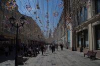Frühlingsschmuck mit Beleuchtung in der Nikolskaja
