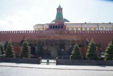 Das Lenin-Mausoleum auf dem Roten Platz vor der Kreml-Mauer