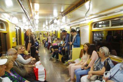 Mit der Metro zu den pompösten Stationen...