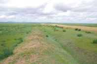 Der ehemals 600 km lange, 1 m hohe Grenzwall zu China...