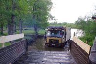 ...und der Ural schleppt uns aus dem Fluss ins Trockene