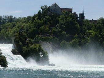 Vom Rheinfall in Schaffhausen fahren wir einen Abstecher...