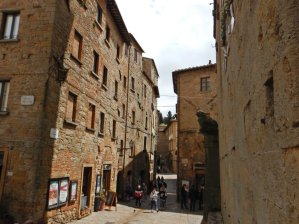...kann man entspannt die Altstadt besuchen, lecker Pizza essen,...