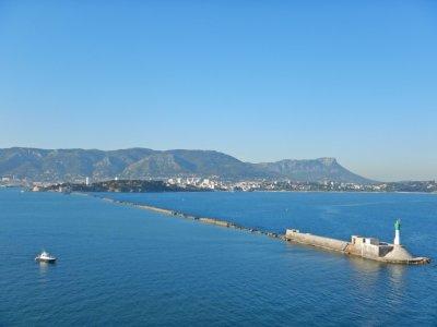 Nach 8,5 Stunden Überfahrt erreichen wir den Hafen von Toulon.