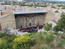 ...sowie das gut erhaltene Theater mit der 3,55m hohen Kaiser Augustus-Statue, sind die Highlights.