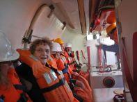 ...mit Einstieg in die Rettungsboote.