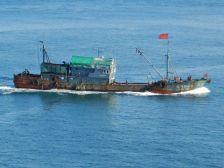 Vor Freetown - Fischkutter unter chinesischer Flagge...
