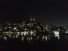Wunderschön: Vitoria in der Nacht bei der Ausfahrt aus dem Hafen.