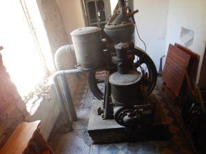 ...wurde über diesen 1-Zylinder-Dieselmotor aus England angetrieben.