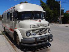 ...und dieses schön geformte Rundhauber-Reisemobil.