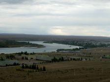 Entlang des Rio Santa Cruz queren wir bei Comm. Luis Pietra Buena den Fluss.